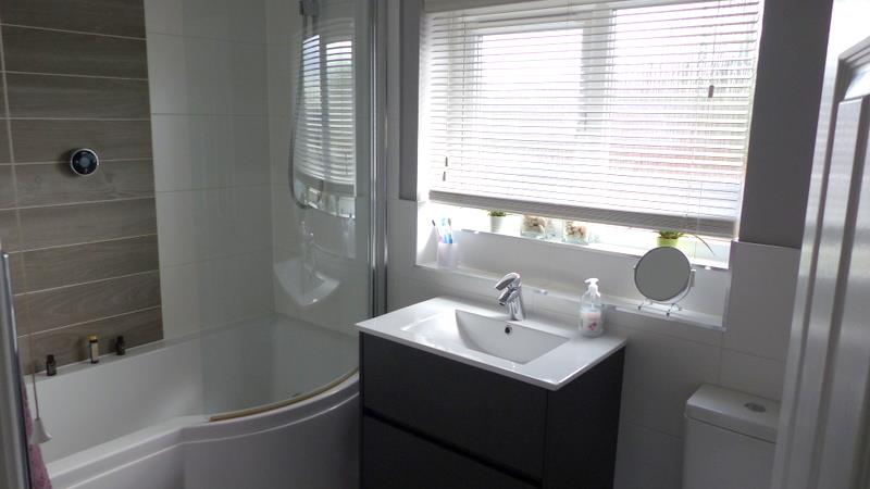 QUALITY FITTED FAMILY BATHROOM
